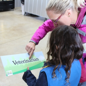3 mom helping read veterinarian